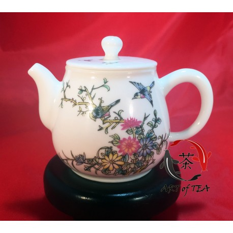 Porcelanowy czajniczek (dzbanek)