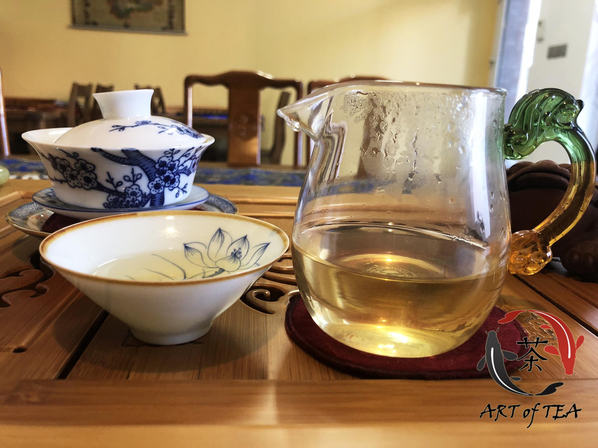 Napar ekskluzywnej żółtej herbaty Jun Shan Yin Zhen