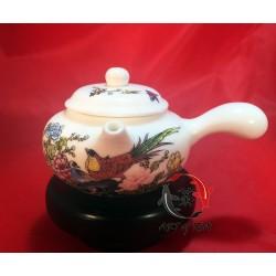 Porcelanowy czajniczek (uchwyt boczny)